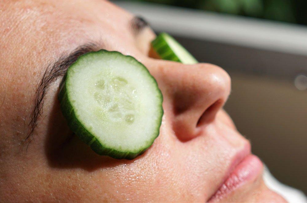 Get rid of dark circles with cucumber mask