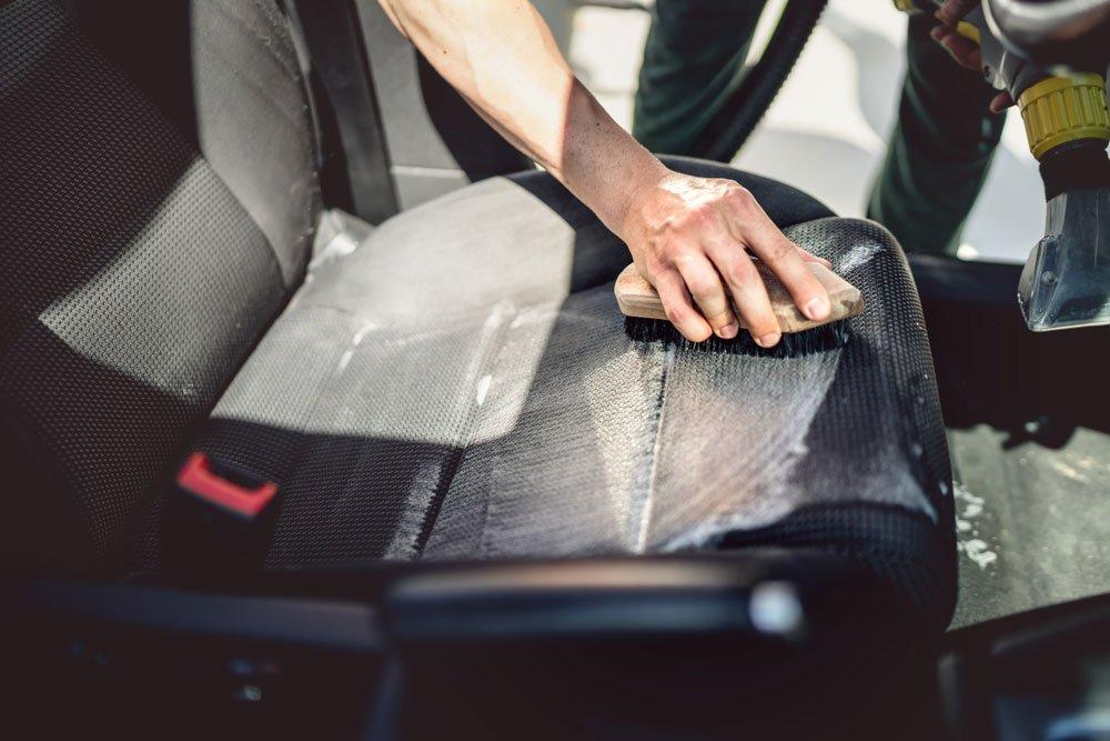 Autositze reinigen - Stoff