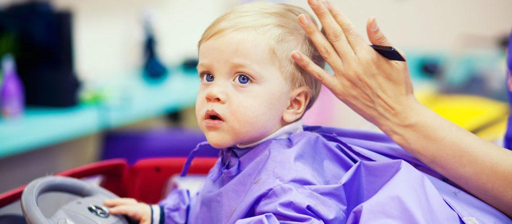 Baby beim Friseur