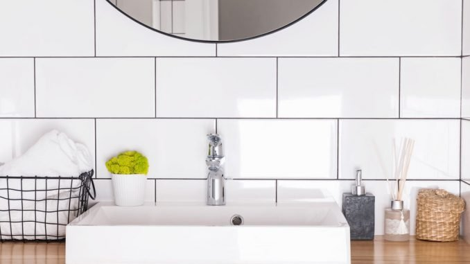 Fliesen im Bad streichen - Anleitung und Tipps