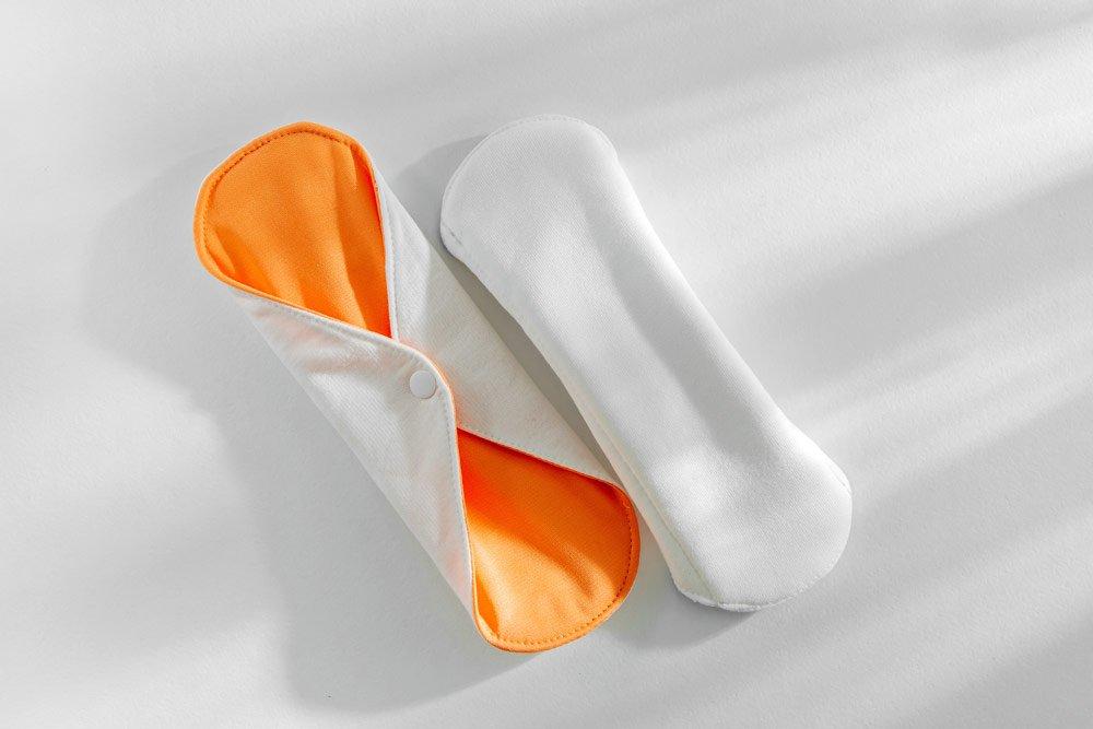 Binden und Slipeinlagen aus Stoff