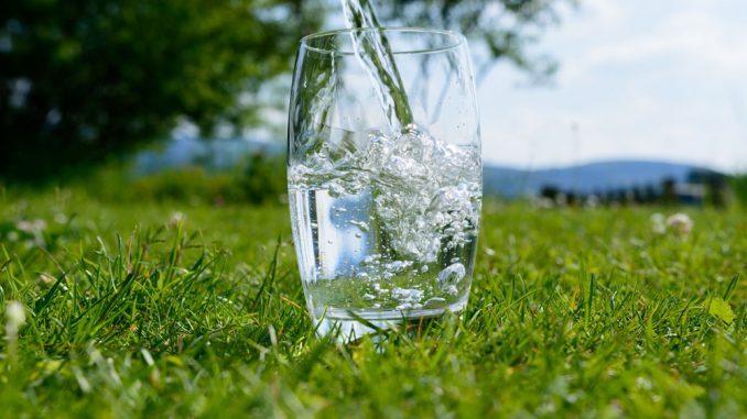 Ist destilliertes Wasser genießbar?