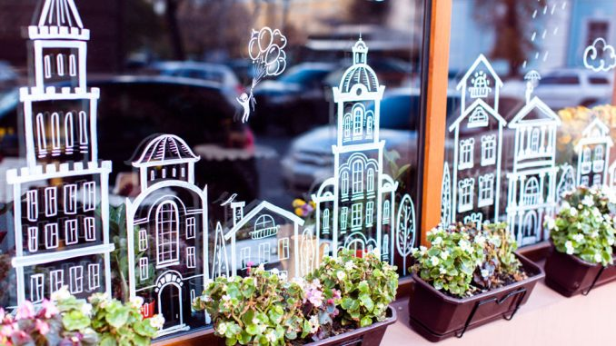 Fensterbilder mit Kreidemarker malen