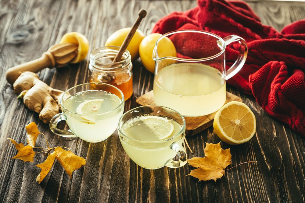 Heiße Zitrone, Honig und Ingwer
