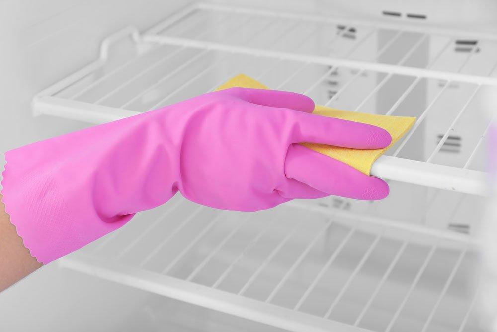 Kühlschrank Glasplatten reinigen