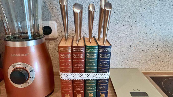 Messerblock aus alten Büchern