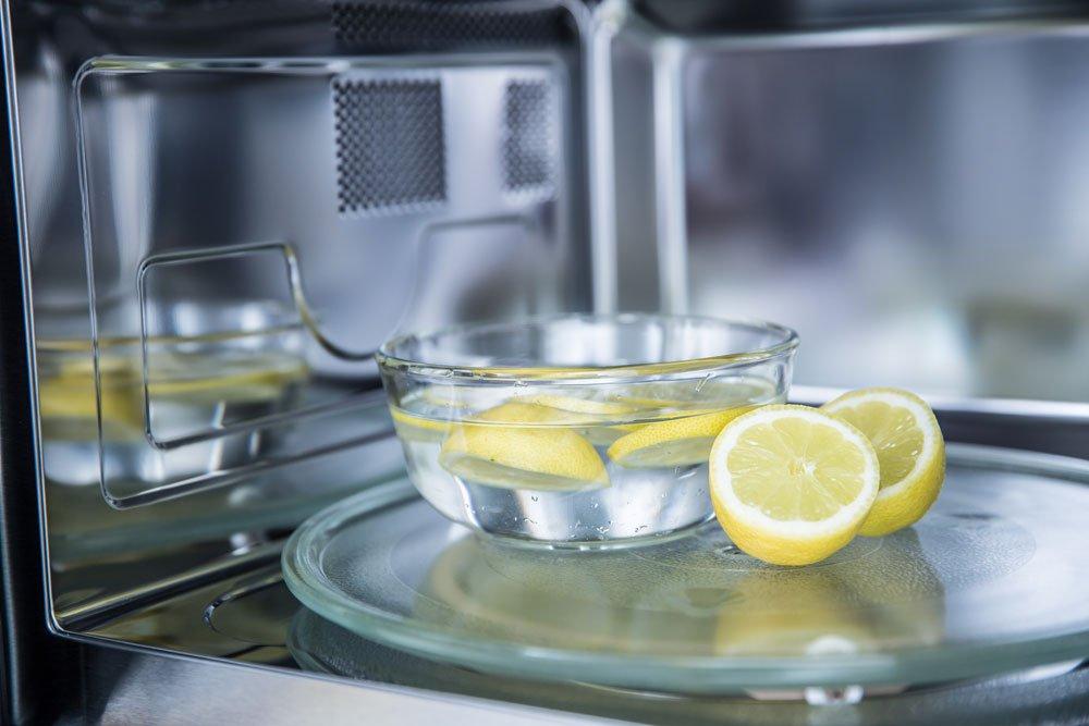Mikrowelle reinigen - Zitrone
