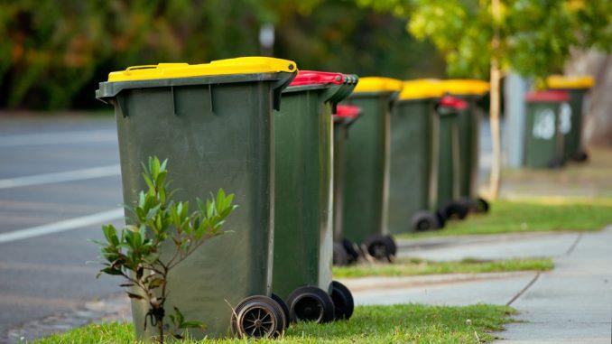 Mülltonnen an der Straße