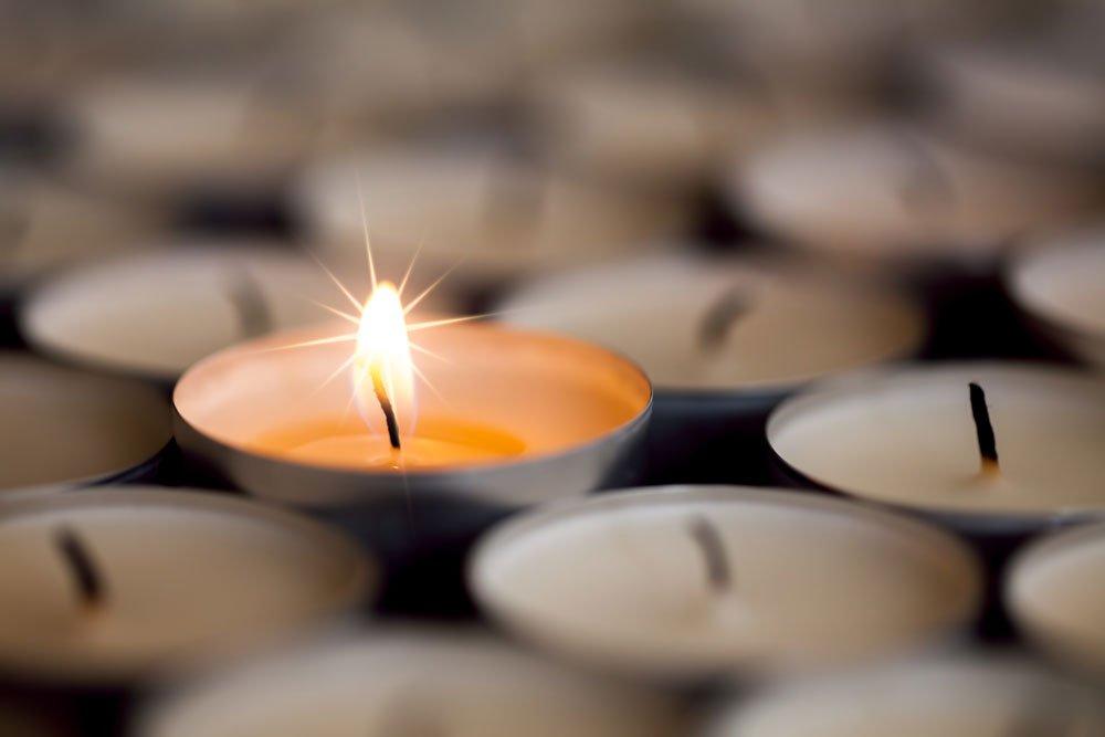 Parkett reinigen Hausmittel Kerze