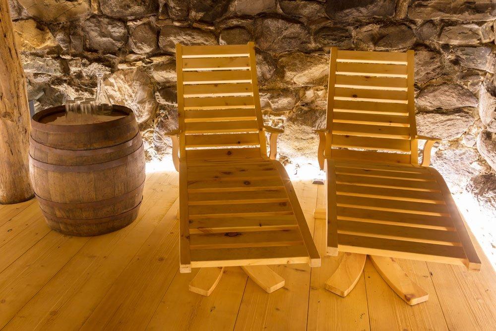 Relaxliegen im Sauna-Ruheraum