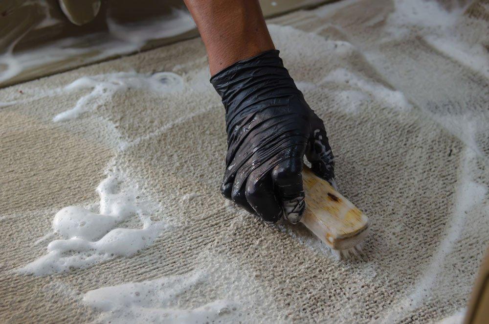 Rollladengurt reinigen - Teppichschaum