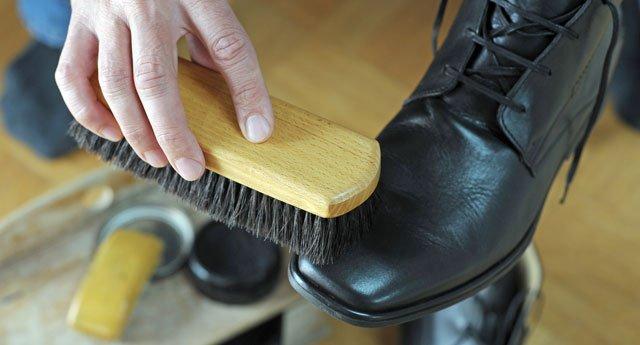 Schuhcreme entfernen