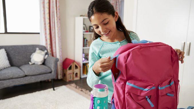Schulranzen reinigen Anleitung für Leder und Polyester