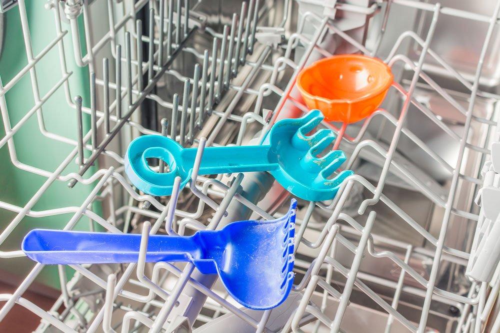 Spielzeug in der Spülmaschine reinigen