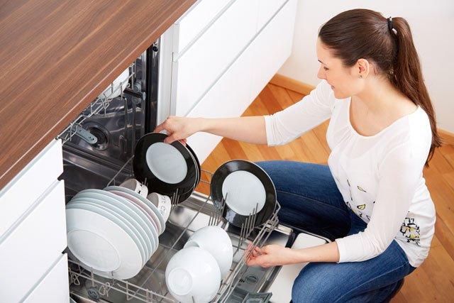 Geschirr Sp Len Wie Sie Glas Holz Und Plastik Richtig Reinigen 1000 Haushaltstipps