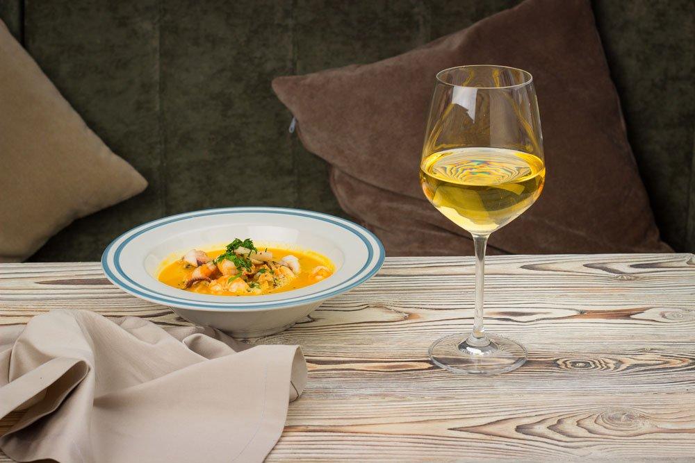 Suppe und Wein