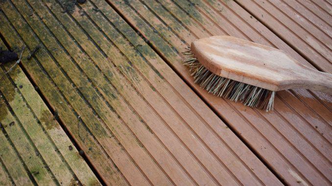 Terrassenbelag reinigen
