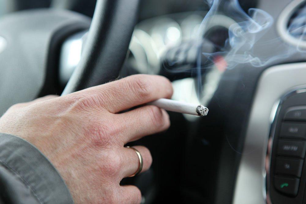 Rauchgeruch im Auto entfernen
